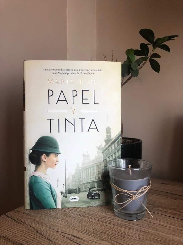 PAPEL Y TINTA, de María Reig.