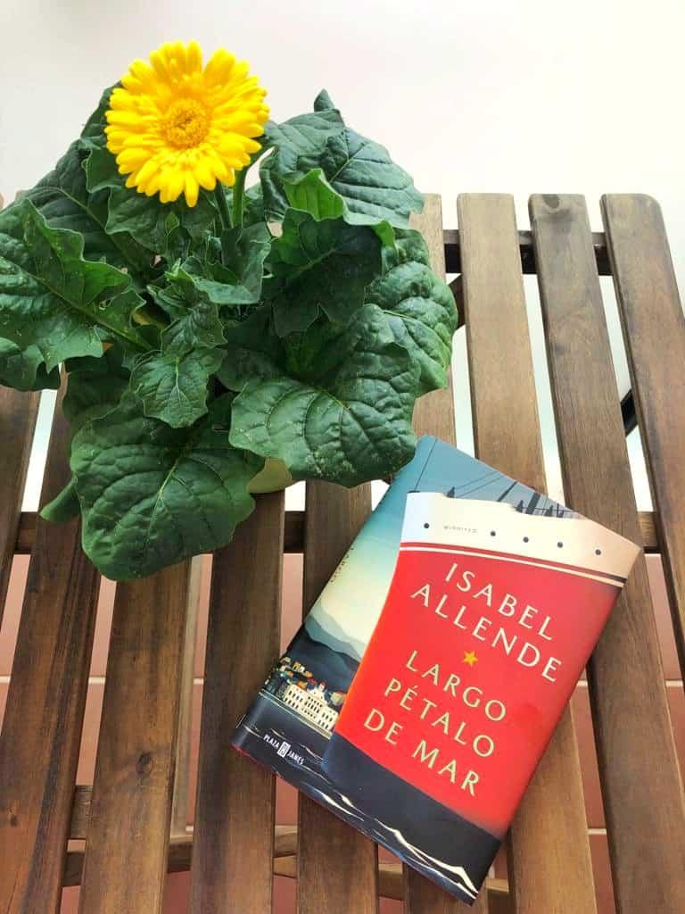 LARGO PÉTALO DE MAR, de Isabel Allende.