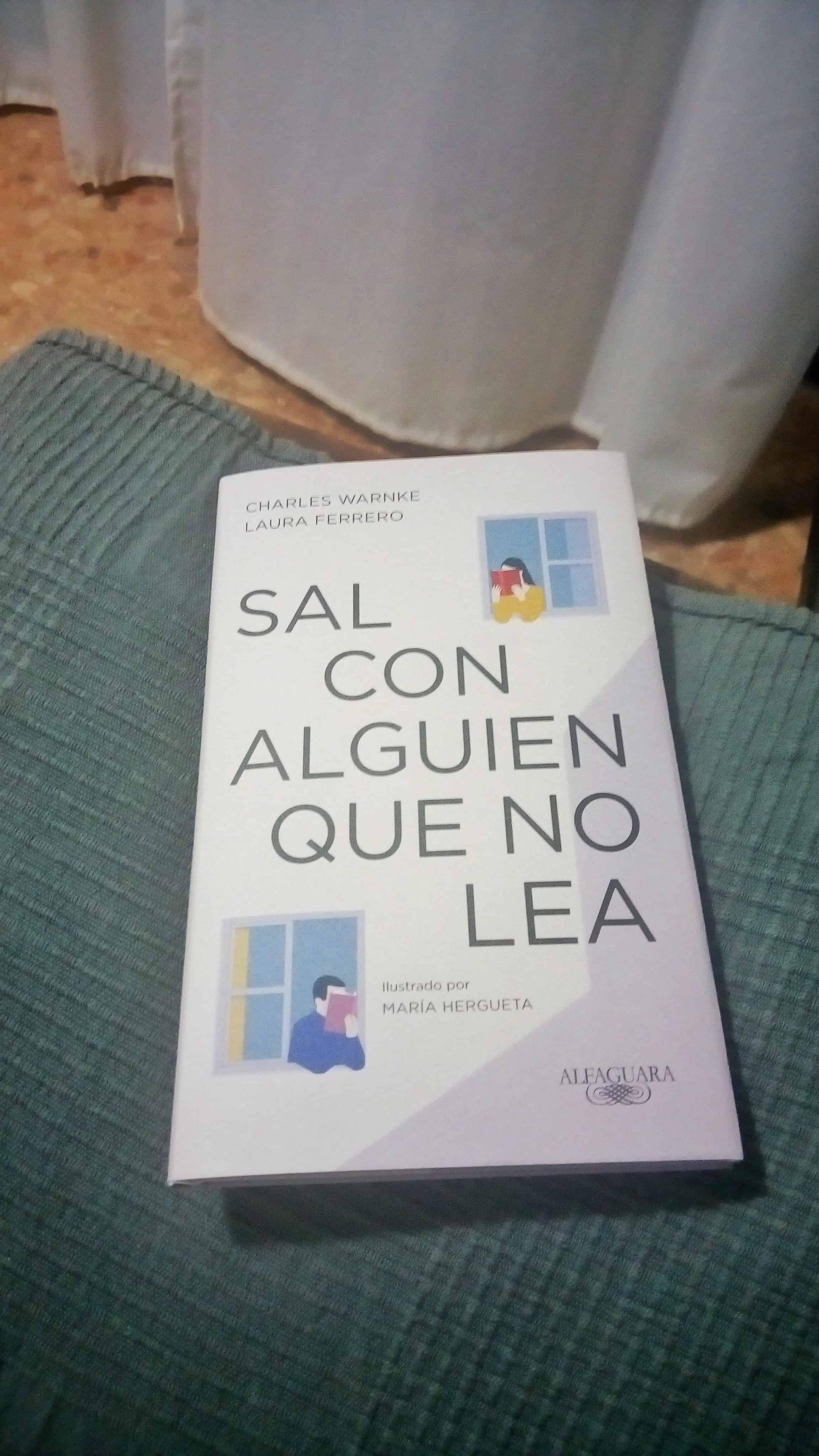 SAL CON ALGUIEN QUE NO LEA, de Charles Warnke y Laura Ferrero.