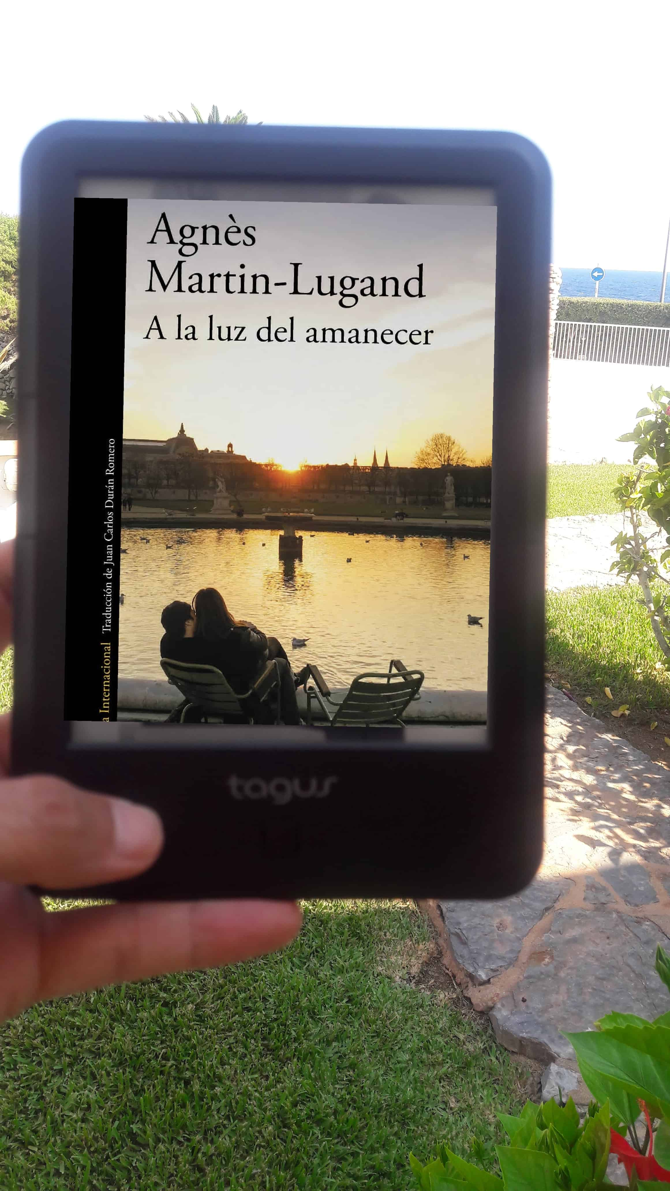 «A LA LUZ DEL AMANECER», de Agnès Martin-Lugand