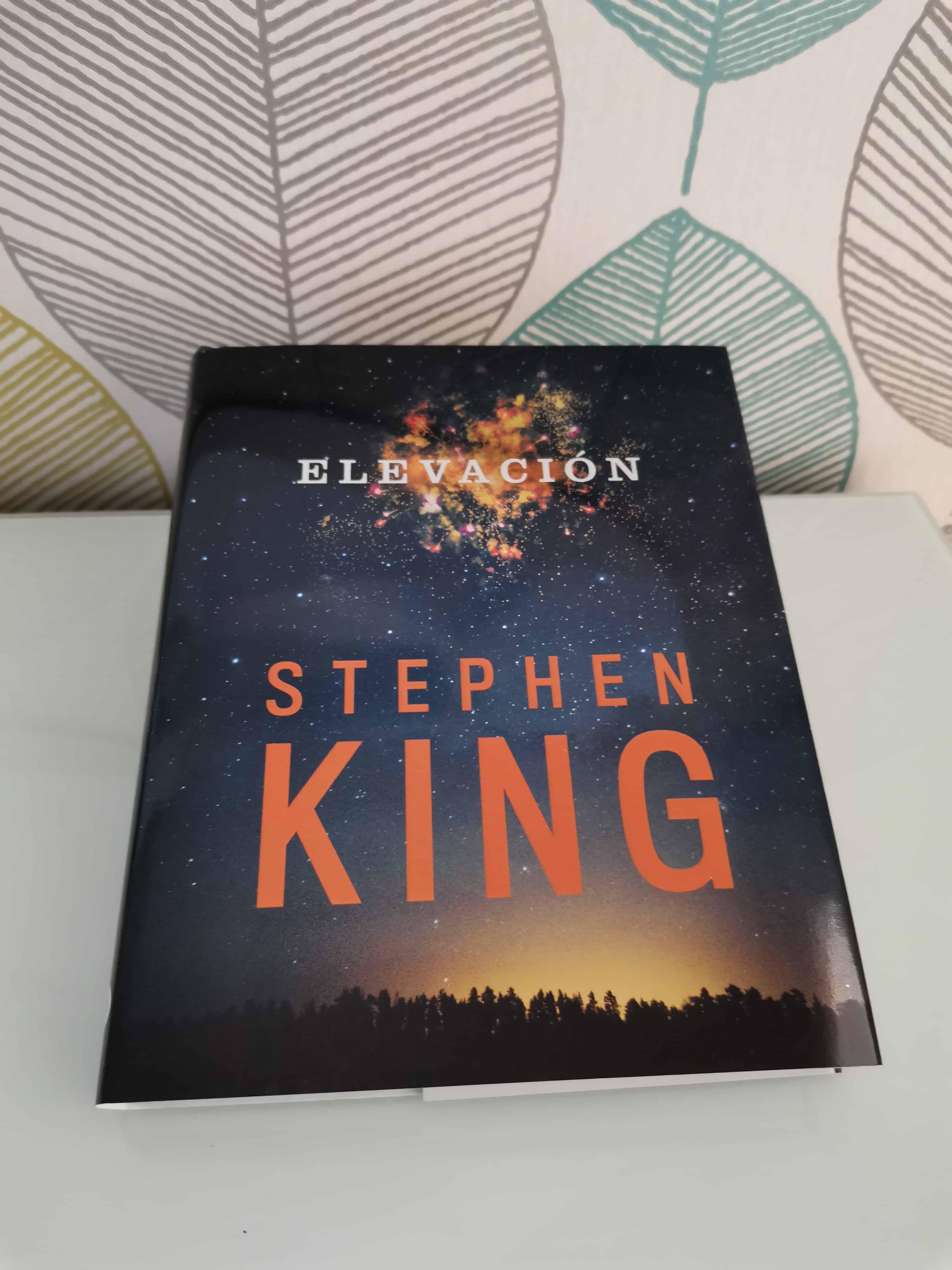 ELEVACIÓN                               de  Stephen King