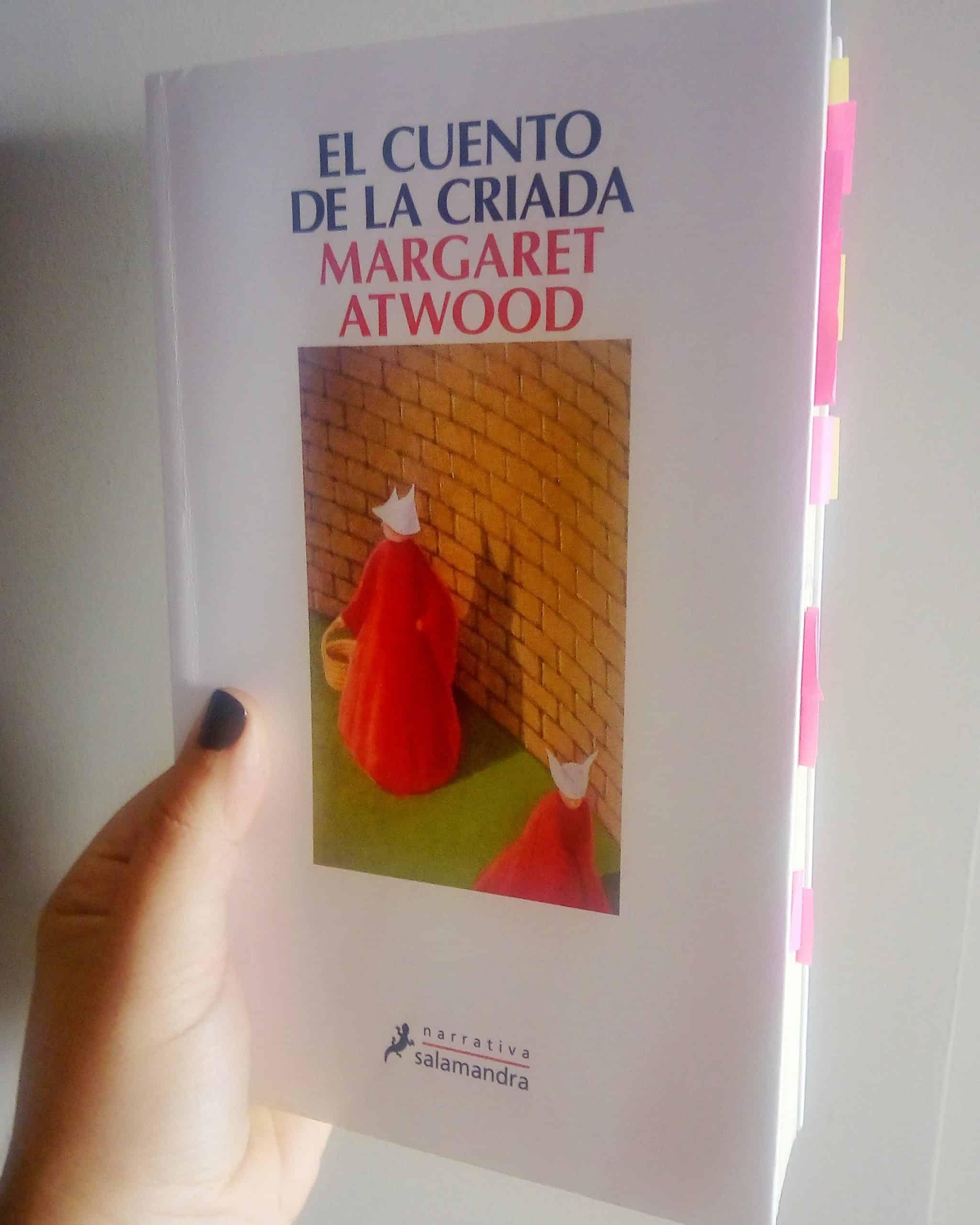 EL CUENTO DE LA CRIADA, de Margaret Atwood.
