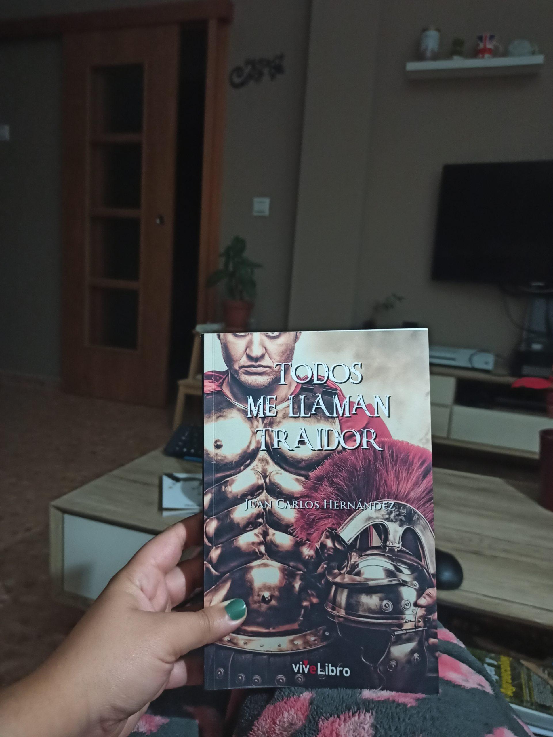 TODOS ME LLAMAN TRAIDOR, de Juan Carlos Hernández.