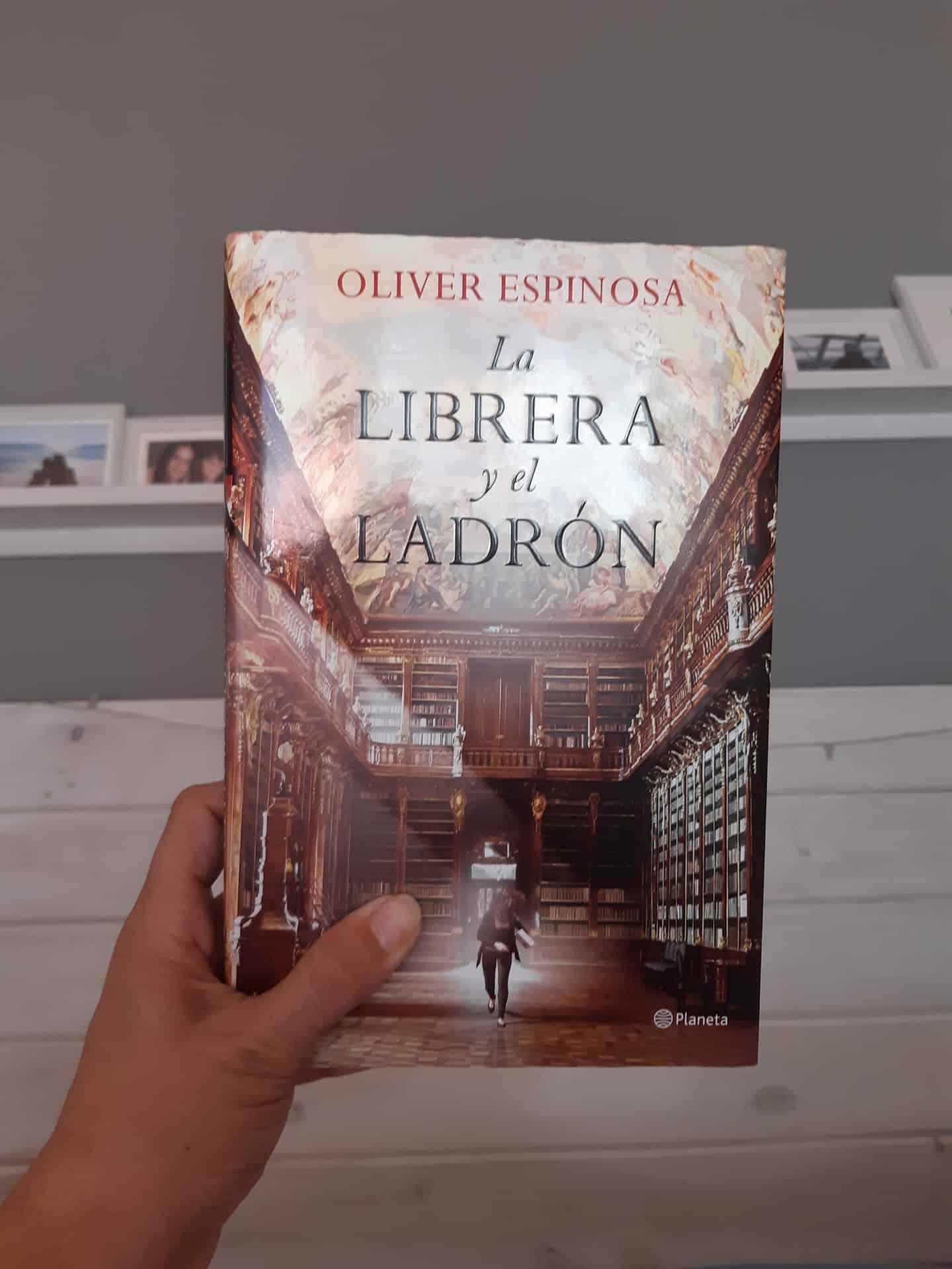 «LA LIBRERA Y EL LADRÓN», de Oliver Espinosa