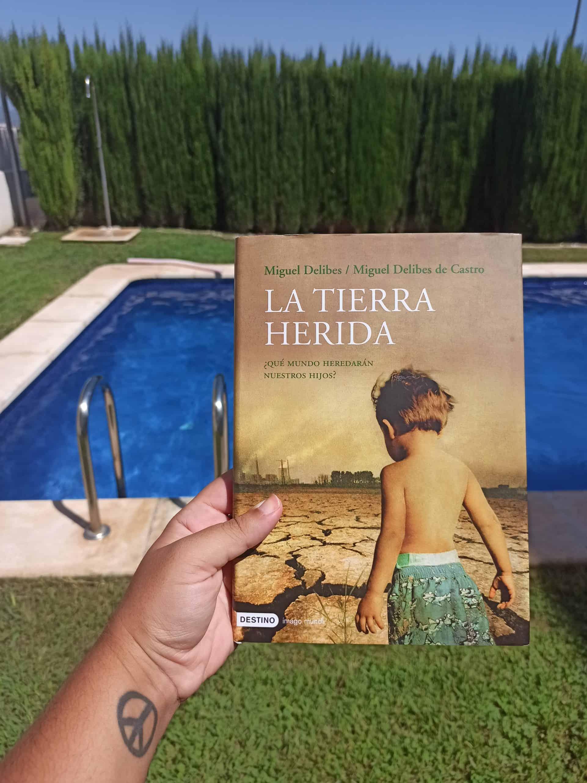 LA TIERRA HERIDA, de Miguel Delibes y Miguel Delibes de Castro.