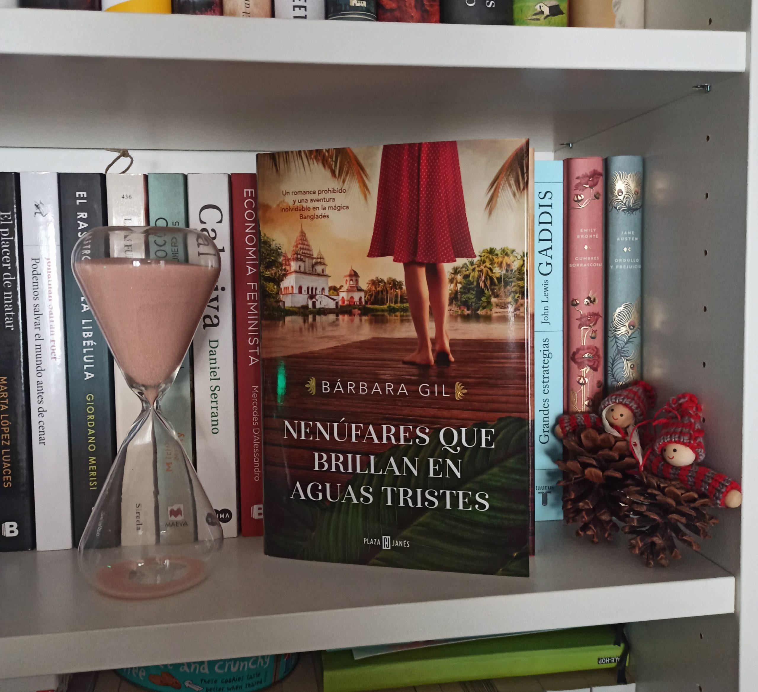 NENÚFARES QUE BRILLAN EN AGUAS TRISTES, de Bárbara Gil.