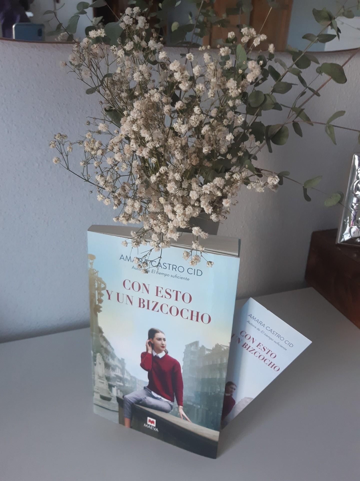 «CON ESTO Y UN BIZCOCHO», de Amara Castro