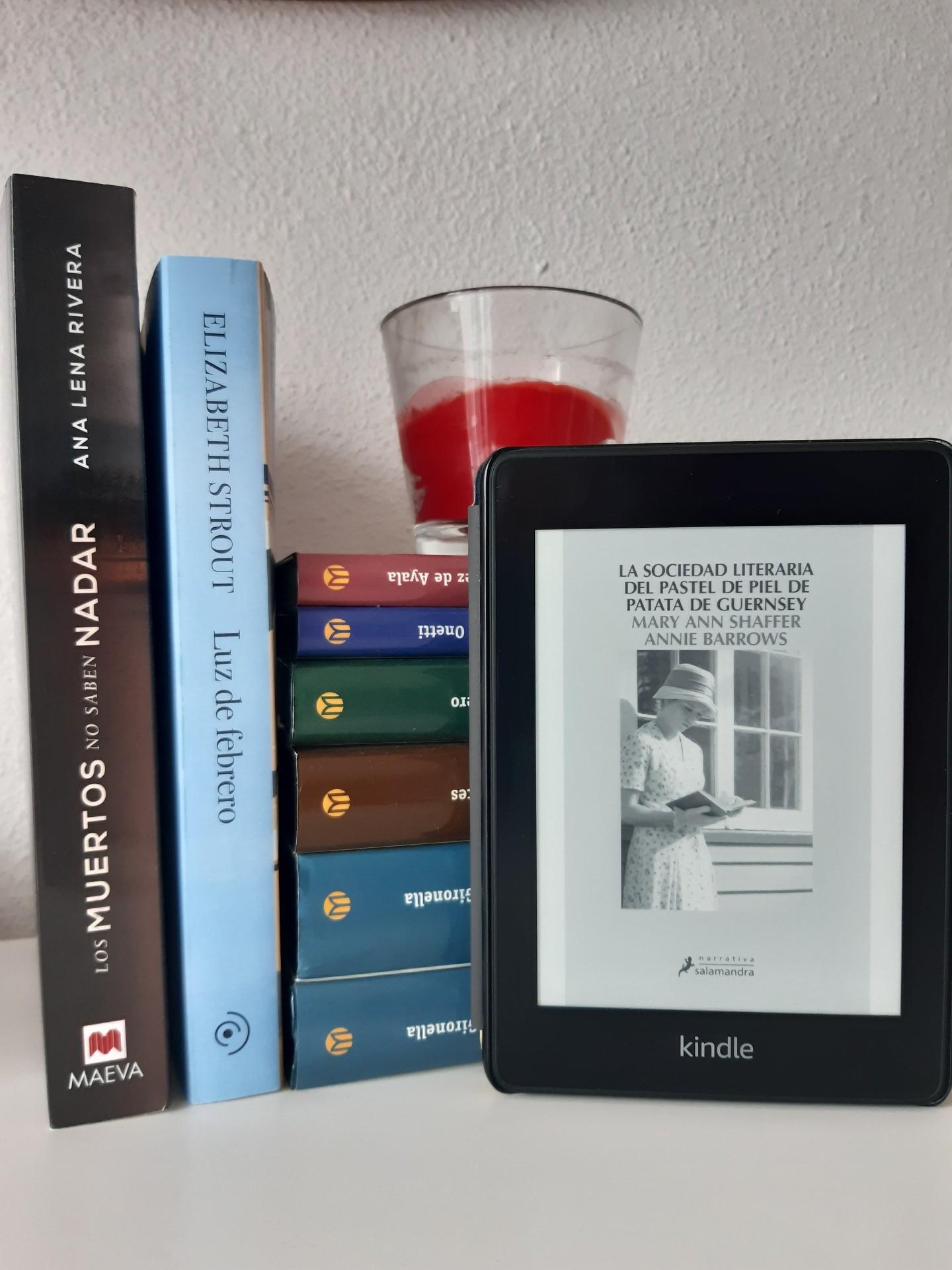«LA SOCIEDAD LITERARIA DEL PASTEL DE PIEL DE PATATA DE GUERNSEY», de Mary Ann Shaffer y Annie Barrows
